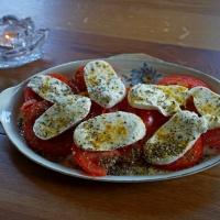 tomaatjes met mozzarella en basilicum
